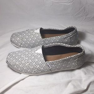 Toms white and black super cute slip ons